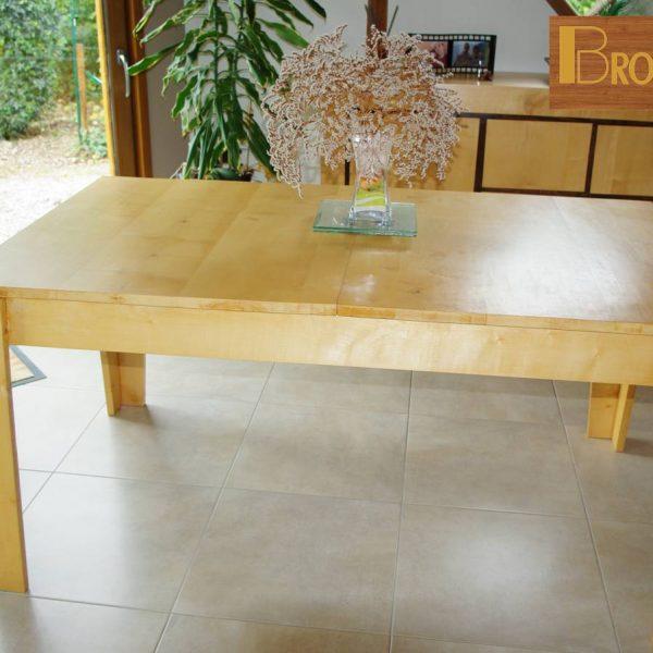 meuble fabriqué en 2008- Table de salle à manger en érable sycomore avec une rallonge pour augmenter le nombre de personnes ( de 6 à 8 pers.)